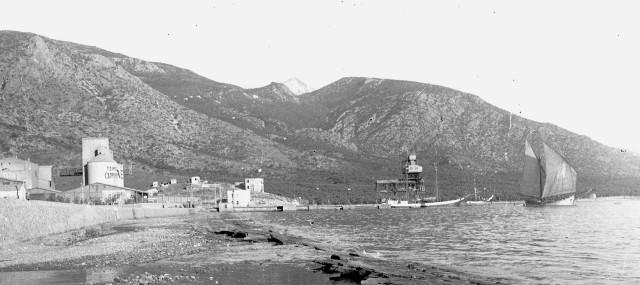 """Εργοστάσιο τσιμέντων 'Όλυμπος"""" (Φωτογραφεία Κ. Ζημέρη - Αρχείο ΔΗ.Κ.Ι. Βόλου)"""