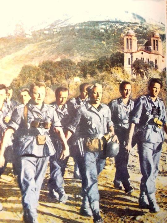 """Απο το εξαιρετικό βιβλίο του Ν. Στουρνάρα """"Μαγνησία 1943-44, Η τραγωδία της κατοχής"""" σελ. 828, η φωτο δείχνει γερμανική στρατιωτική ομάδα να """"παρελαύνει"""" κατεβαίνοντας προφανώς την Ιωλκού, μπροστά απο το ναό του Αγ. Γεωργίου...Δυστυχώς στο βιβλίο δεν υπάρχει καμιά συνοδευτική πληροφορία, ούτε χρονολογία της φωτο, ούτε καν αναφορά οτι ο ναός ειναι ο Αγ. Γεώργιος (Ευχαριστώ το φίλο Νικόλα Φ. ππου την επισήμανε)"""
